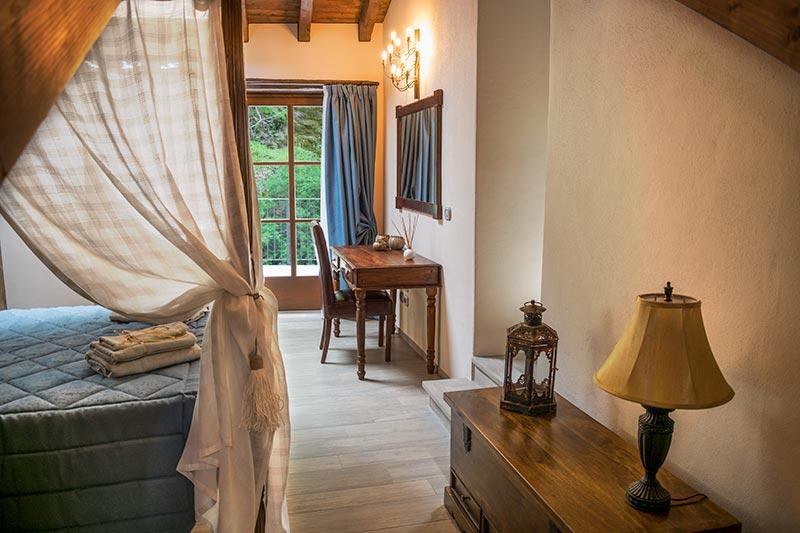 Camera matrimoniale dell'albergo diffuso Ca' del Grano di Bardi