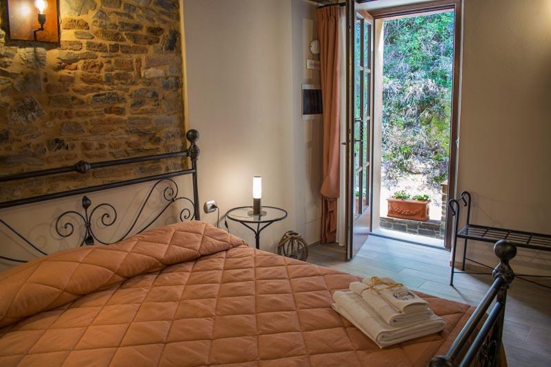 Camera con vista castello di Bardi