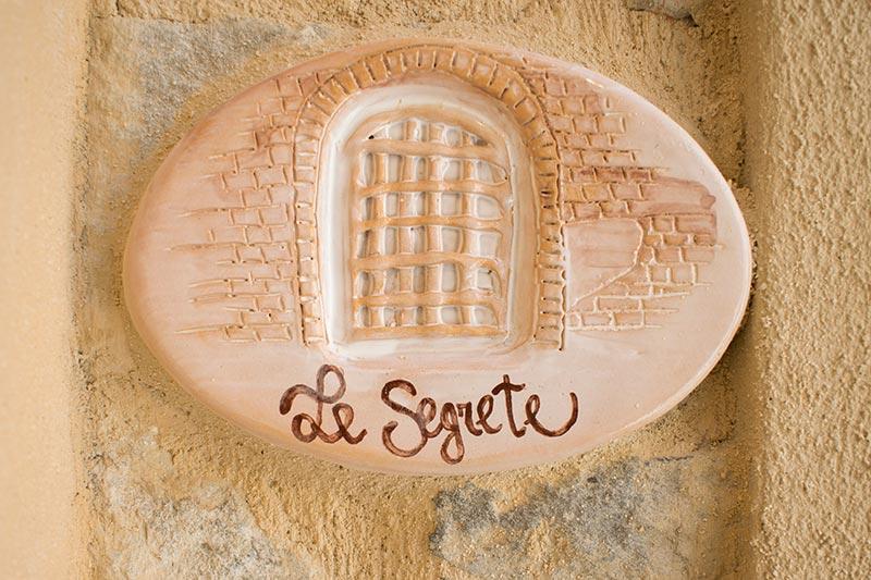 Le Segrete crafts plaque of Ca' del Grano of Bardi