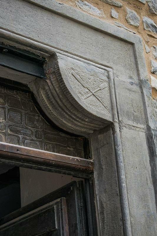 Entrance door of Ca' del Grano of Bardi